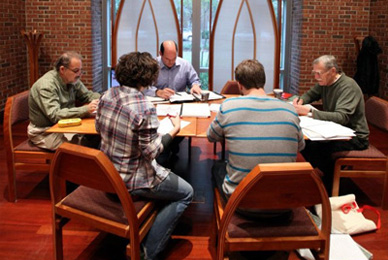 MFA poetry faculty Peter Meinke leads a workshop in the Sykes Chapel and Center for Faith and Values.