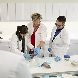 Students are able to practice nursing skills<br/> at the UT Nursing Skills Lab.<br/>