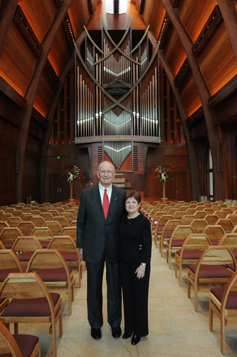John and Susan Sykes pause in the main hall of the center before the dedication ceremony on Dec. 10, 2010.